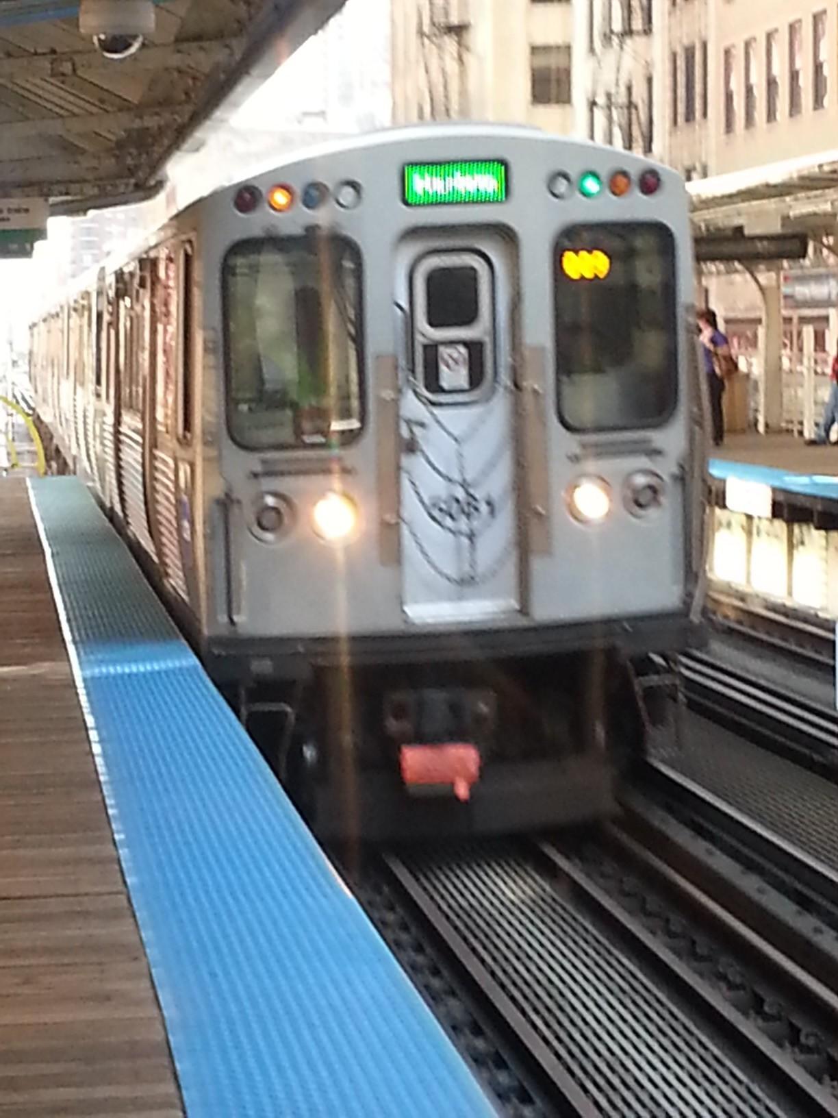passing green line train - HD1224×1632